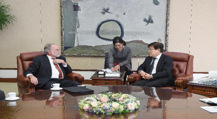 A Visit by Michael Reiterer, EU-Ambassador to the Republic of Korea.