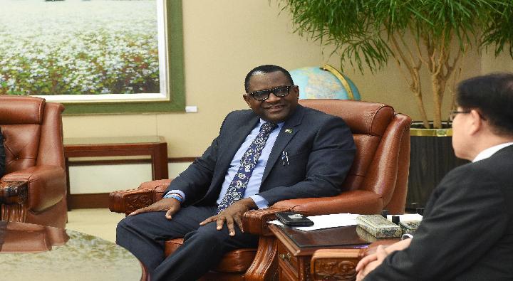 A Visit by Wylbur Chisiya Simuusa, the Ambassador of Zambia to Korea