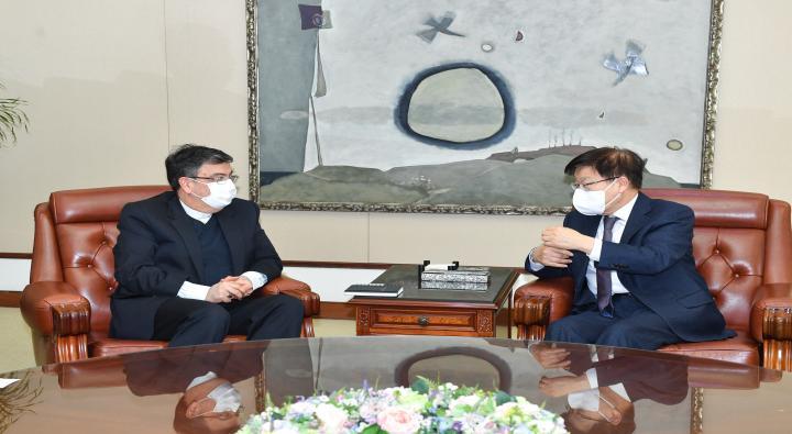 A Courtesy Visit by Iranian Ambassador to Korea Saeed Badamchi Shabestari