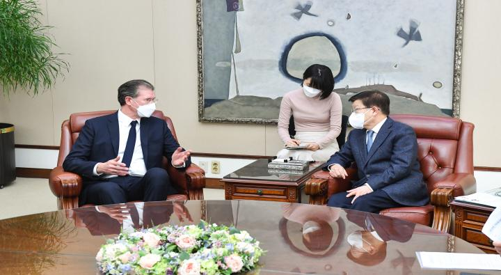 A Courtesy Visit by Dirk Lukat, Chairperson of the European Chamber of Commerce in Korea