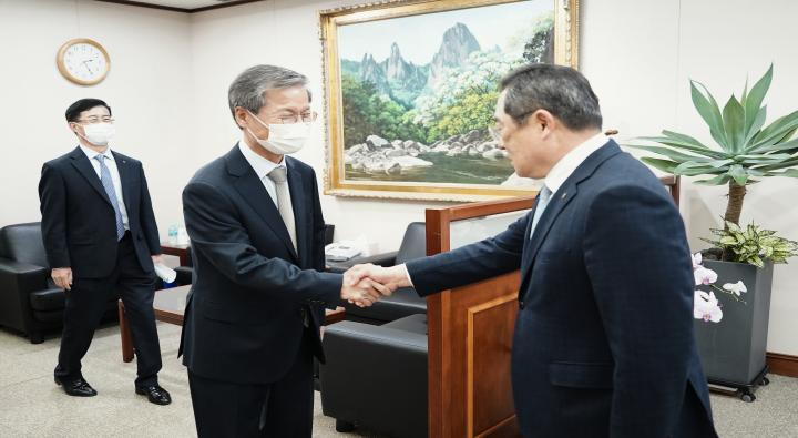 Courtesy Visit by Chairman Chun Jung-bae of the Korea-Iran Association